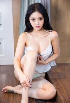 性感模特张鑫Amy丰乳翘臀诱惑私房照