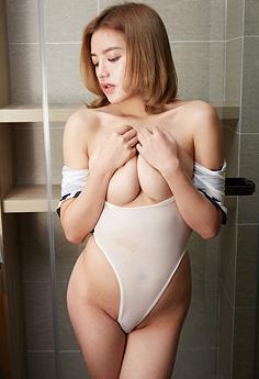 性感美女Vika开胸制服浴室湿身写真