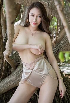 美少妇尤妮丝大胆野外秀巨乳肥臀