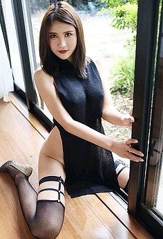 黑丝御姐尹菲高叉旗袍秀美腿丰臀