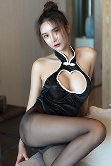 女神尹菲诱惑黑丝情趣装
