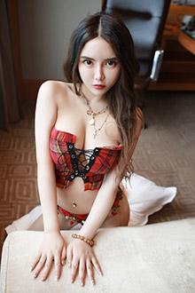 火辣狐狸精又白又嫩的美胸翘臀超级迷人