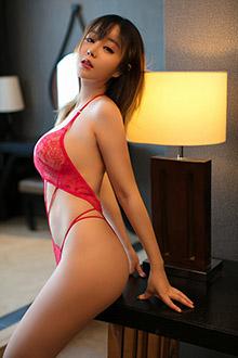甜美模特王雨纯妩媚红色