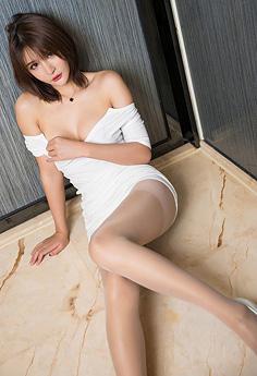 性感女友尹菲肉丝长腿等你来玩弄