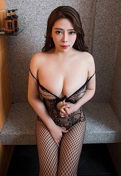 巨乳女神Miki兔睡衣秀胸勾魂夺魄