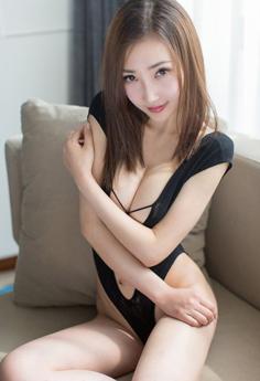 性感模特Yumi双手遮胸大尺度极致诱惑