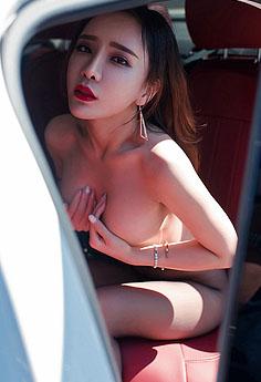 性感车模艾小青手遮双乳妩媚诱人