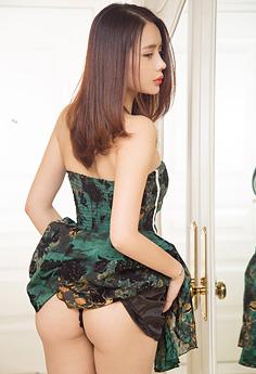 黑丝女神刘姗姗蕾丝袜秀嫩臀写真