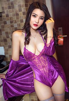 性感美娇妻情趣装秀身材让人心动