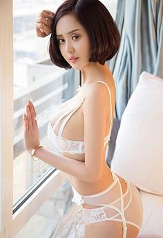 性感美人沐伊穿睡衣酥胸半露私房照