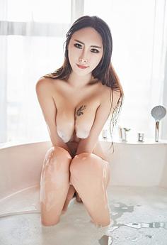 肚兜美女孟狐狸浴室湿身泡沫遮体写真