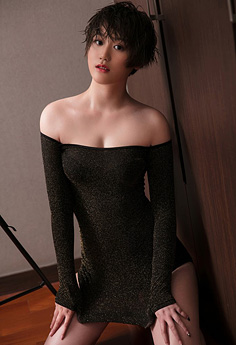清沌妹瑶瑶吊带裙秀乳沟性感迷人