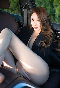 巨乳尤物尤妮丝车内秀乳姿势勾人
