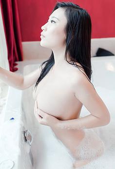 妖娆女神梦倩裸身泡泡浴性感写真