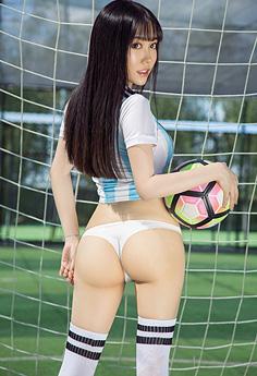 足球宝贝球衣秀巨乳美臀迷晕球迷