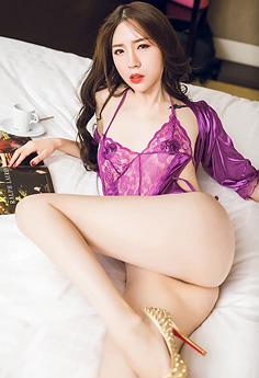 性感欲女梦心玥情趣内衣仅遮两点