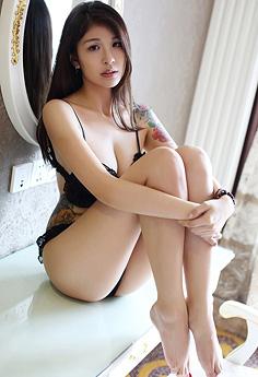 纹身嫩模酸酱兔连体内衣高翘肥臀