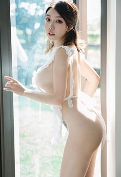 性感主妇黄乐然真空围裙乳香袭人