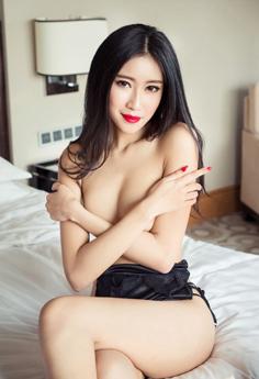 性感少妇张蓝欣写真翘臀遮胸诱人心