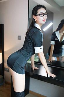 姿容绝代的绝美女秘书敞开制服福利满满