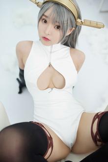 嫩妹柳侑绮开胸泳衣暴露