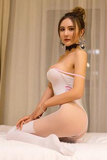 模特尹菲媚态十足的丝袜美腿系列图片