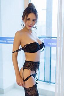 甜美小姐姐尹菲超有料的身材性感爆表