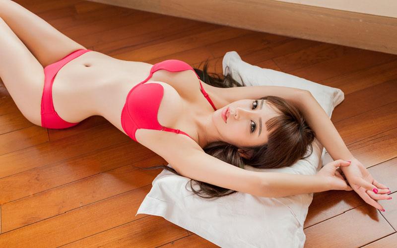 大美女杨诺依惹火内衣秀