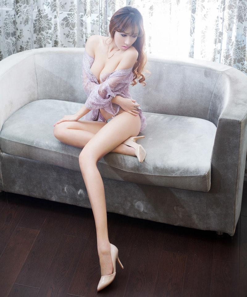 长腿女神赵纹清酥胸袭人女人张开腿无遮无挡图
