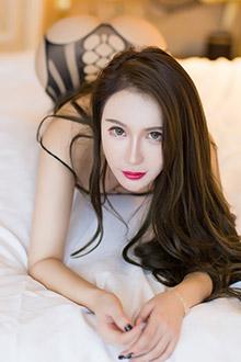 长腿美女尤妮丝诱惑滚床单的写真图