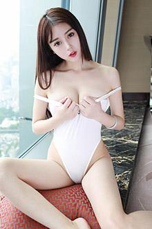美女赵小米修长双腿丝袜写真能玩几年