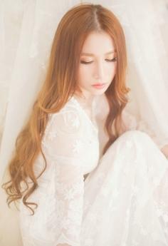 清沌女神身穿白色蕾丝裙优雅高贵私房照