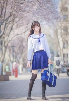 三月樱花盛开清纯学生妹校服唯美写真