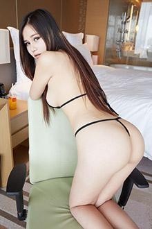 甜美大胸妹子蜜柚裸背翘